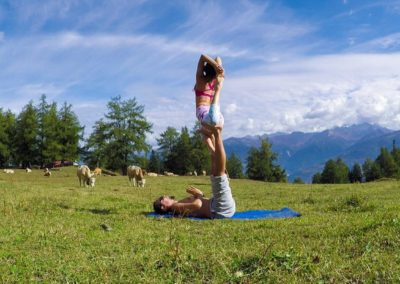 acroyoga-urbex-yoga-suisse-ovronnaz
