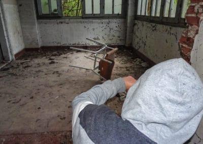acroyoga-urbex-ospedale-pneumologico.jpg