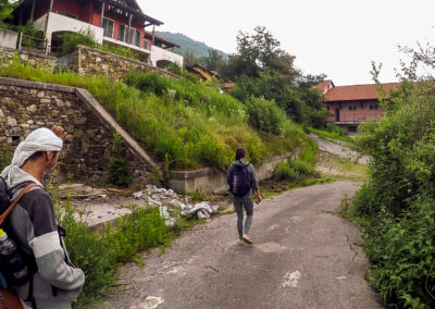 acroyoga-urbex-italie-Motta--road5