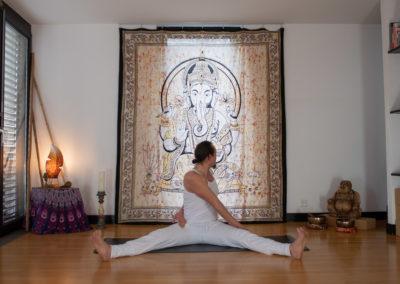 yoga-pranayogalife-asana-upavistha-konasana